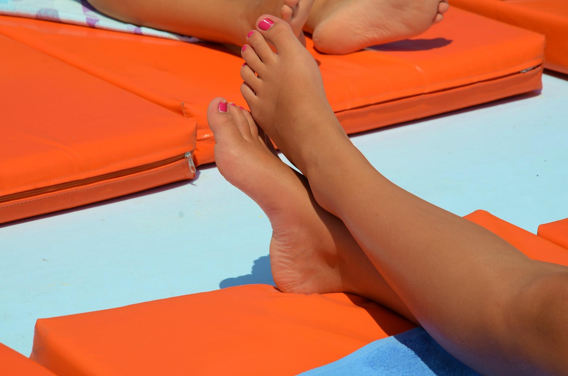 feet-605881_1920