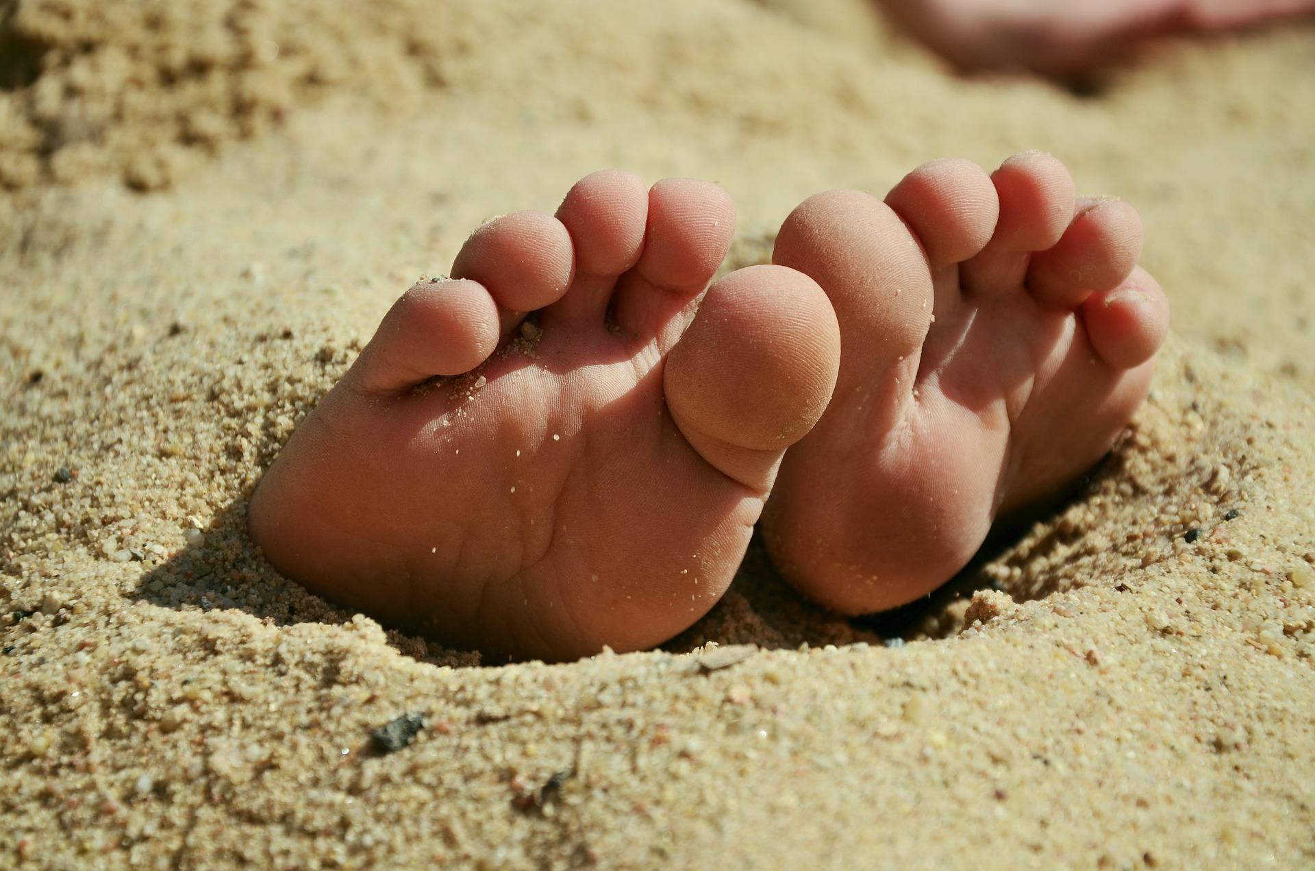 feet-717507_1920